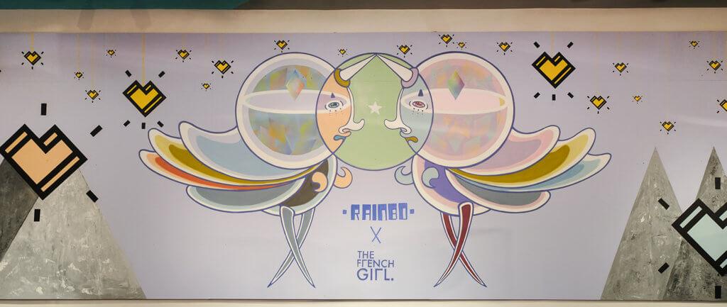 作品中運用了兩位藝術家各自的塗鴉技巧,加上噴漆、塑膠彩等媒介創作而成