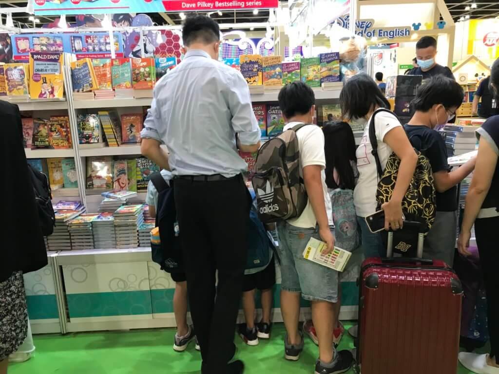 不少家長帶行李喼到場,收獲滿滿。