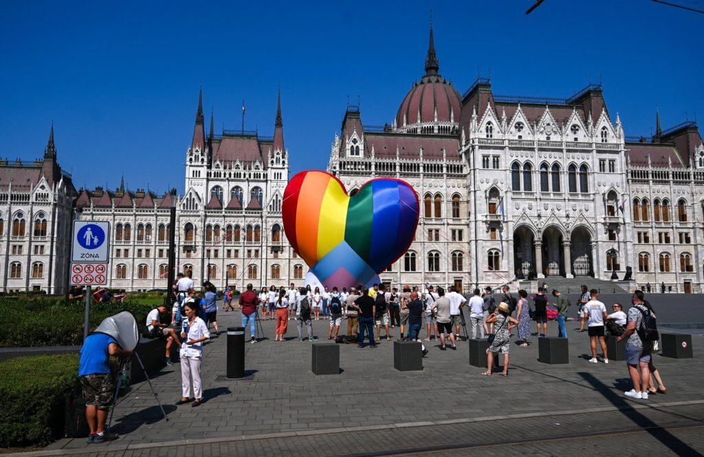匈牙利的LGBT社羣7月8日因為限制同性戀價值傳播的新法例而上街抗議