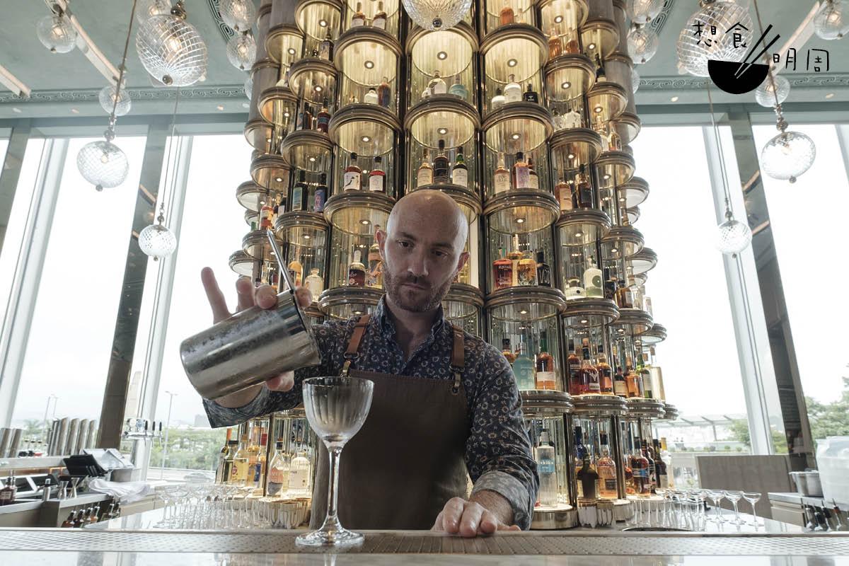 酒店意籍酒水經理Lorenzo Antinori形容說,如果Argo是一個人,那麼他便是一個對世界好奇、態度孜孜不倦的書呆子。