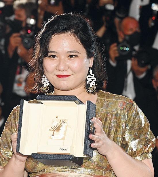 由唐藝導演的《天下烏鴉》奪得最佳短片金棕櫚獎,是首部香港作品獲得此項殊榮。