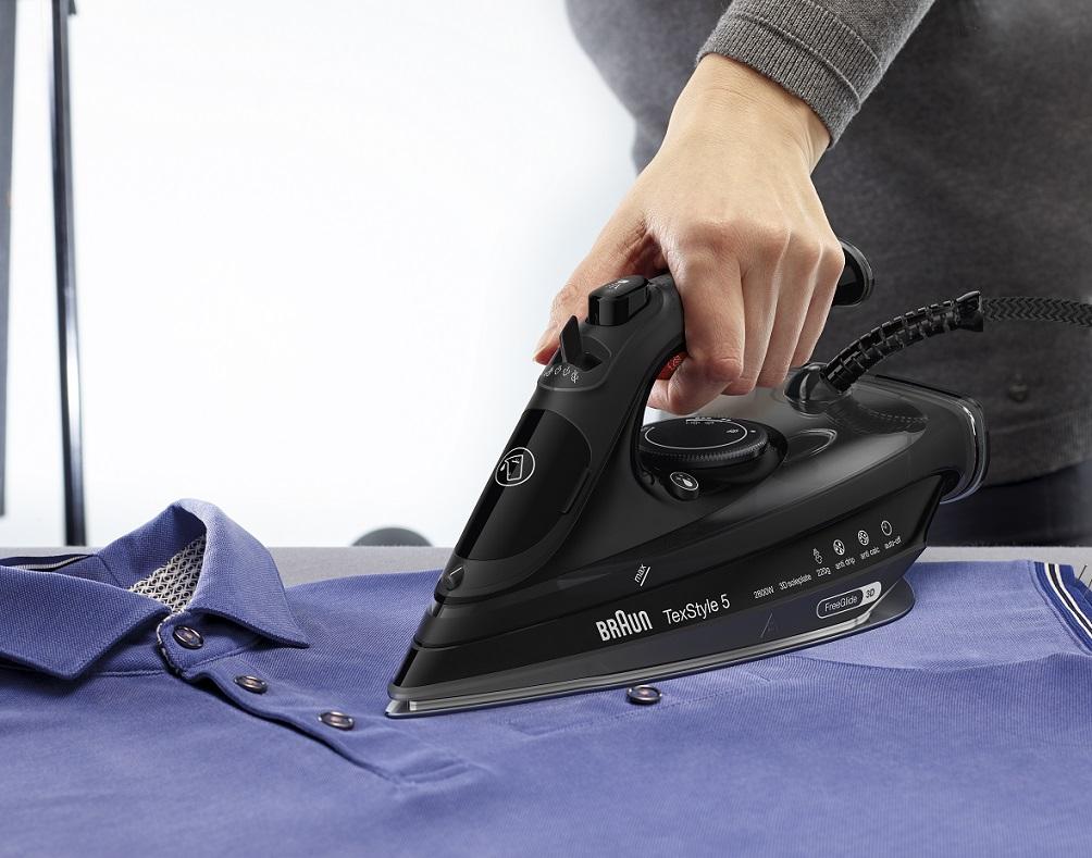 FreeGlide 3D技術,毋須因鈕扣、衫袋或皺紋而轉換熨斗方向,熨燙時更輕鬆方便。