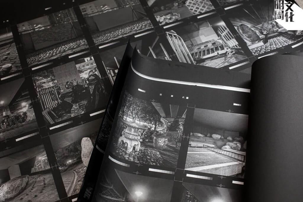今年出版的周浩文攝影集《天橋底》採用濃黑紙張配上銀色油墨印刷,對印藝講究,甚至一度重印。