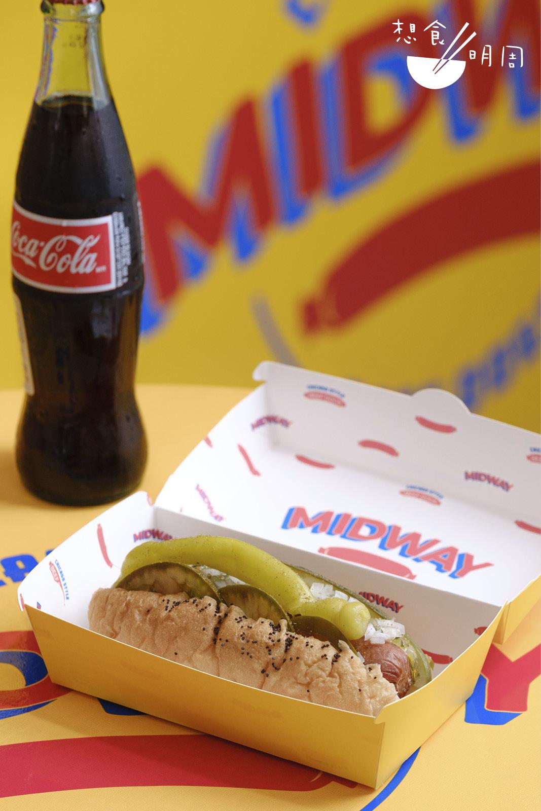 不少外籍人士說,這Chicago style beef hoy dog有家鄉的味道!($40)順帶一提,店內有提供來自墨西哥、採用天然蔗糖製成的可樂!($40)