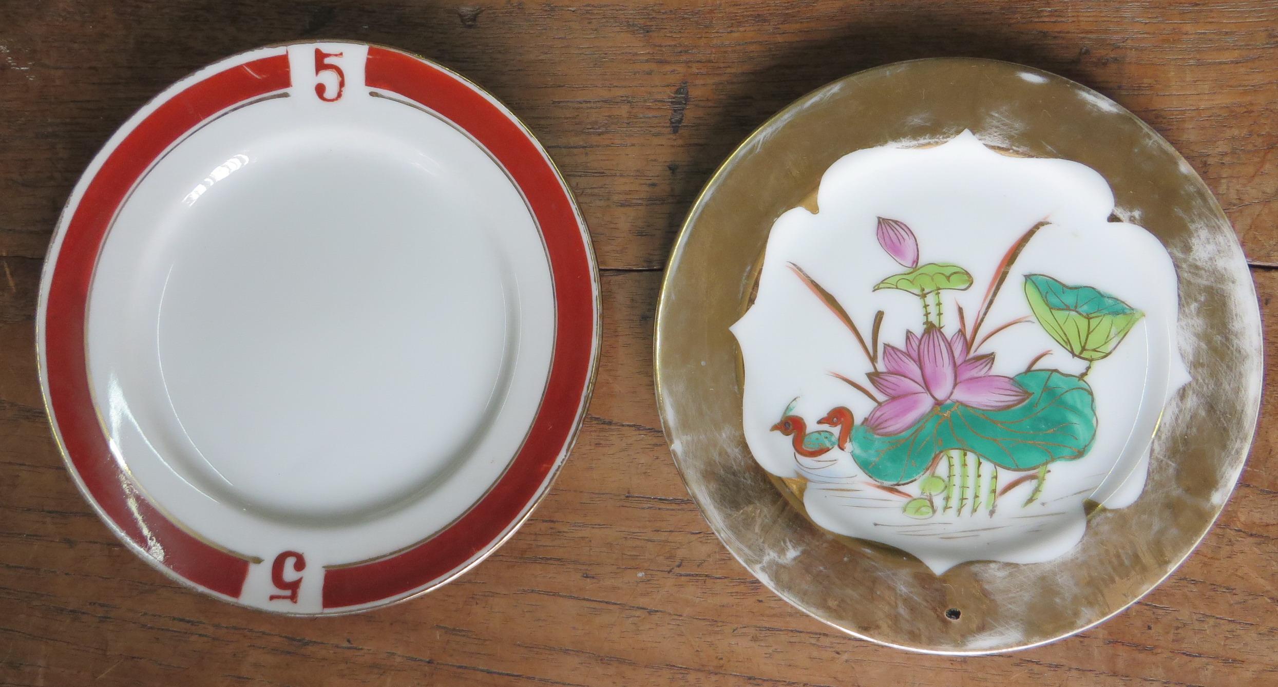 尚有數字號的點心碟(左),是半個世紀前的產物。(圖片由粵東磁廠提供)