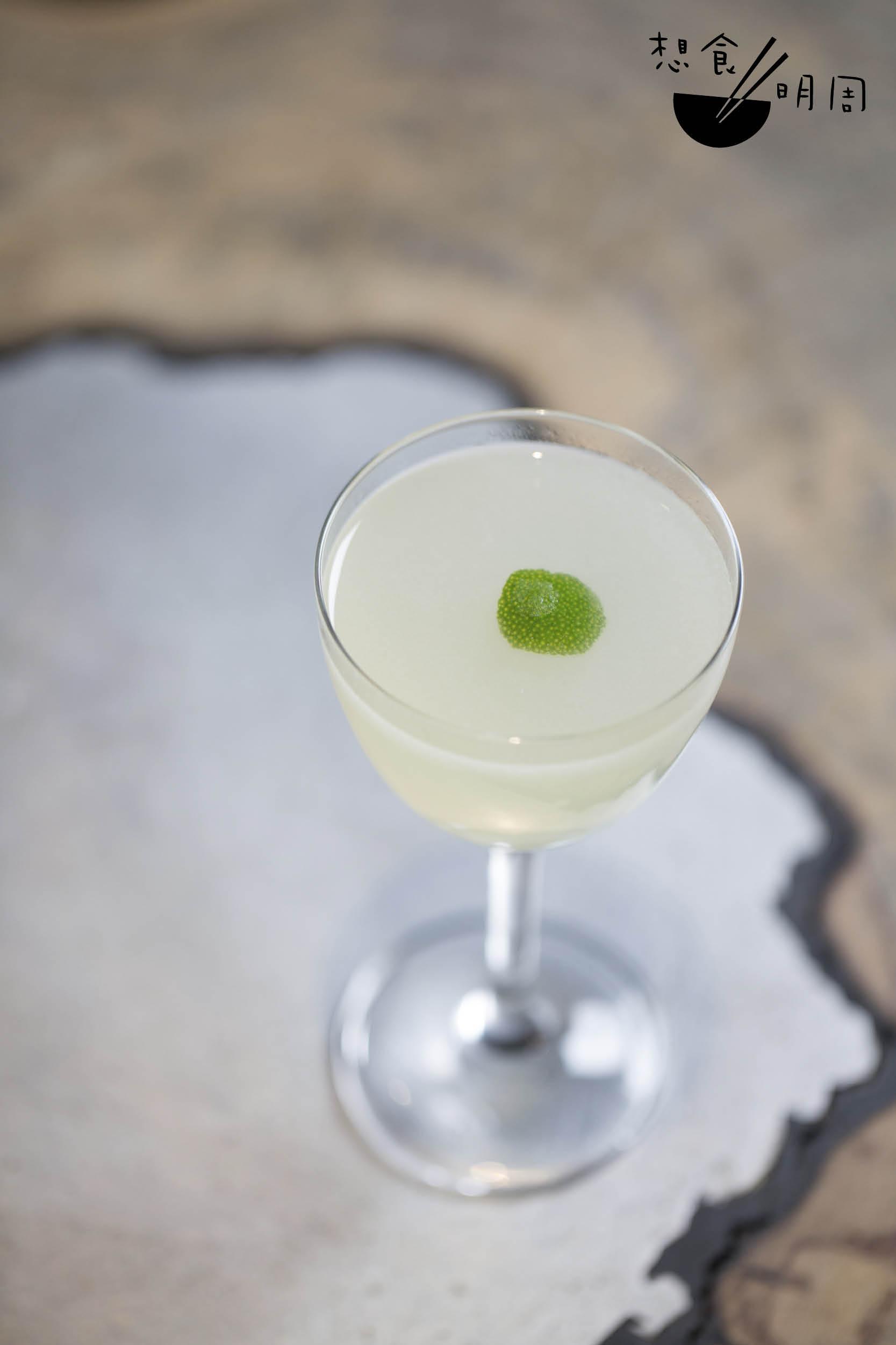 Gimlet // 幾乎每間酒吧都有售,是經典調酒之一,以氈酒、青 檸汁等調成。為了減少碳足跡(Carbon footprint), 酒吧特地選用本地蒸餾廠無名氏(N.I.P.)的出品, 並盡量選用在地的青檸。($120)