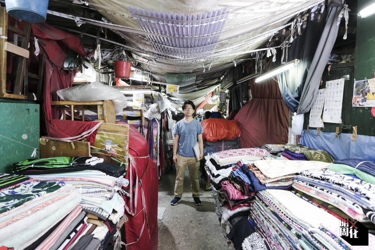 知築常落的主理人鍾智豪(生豪),曾以建築繪圖方式記錄樓梯底舖、漁光村和深水埗棚仔布市場。