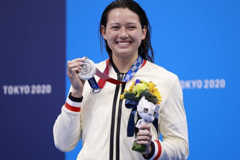 何詩蓓歷史性為香港奪得兩面游泳銀牌,港人興奮又感動。