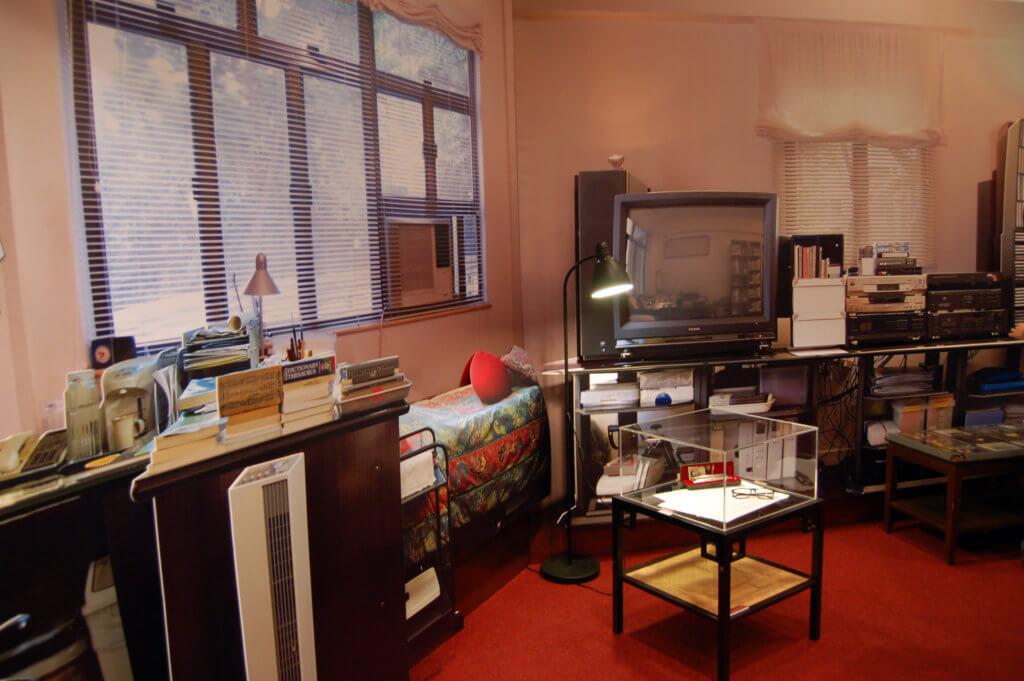 二○○五年,吳俊雄初到黃霑書房後,造了一個書房的模型,展示內裏格局。
