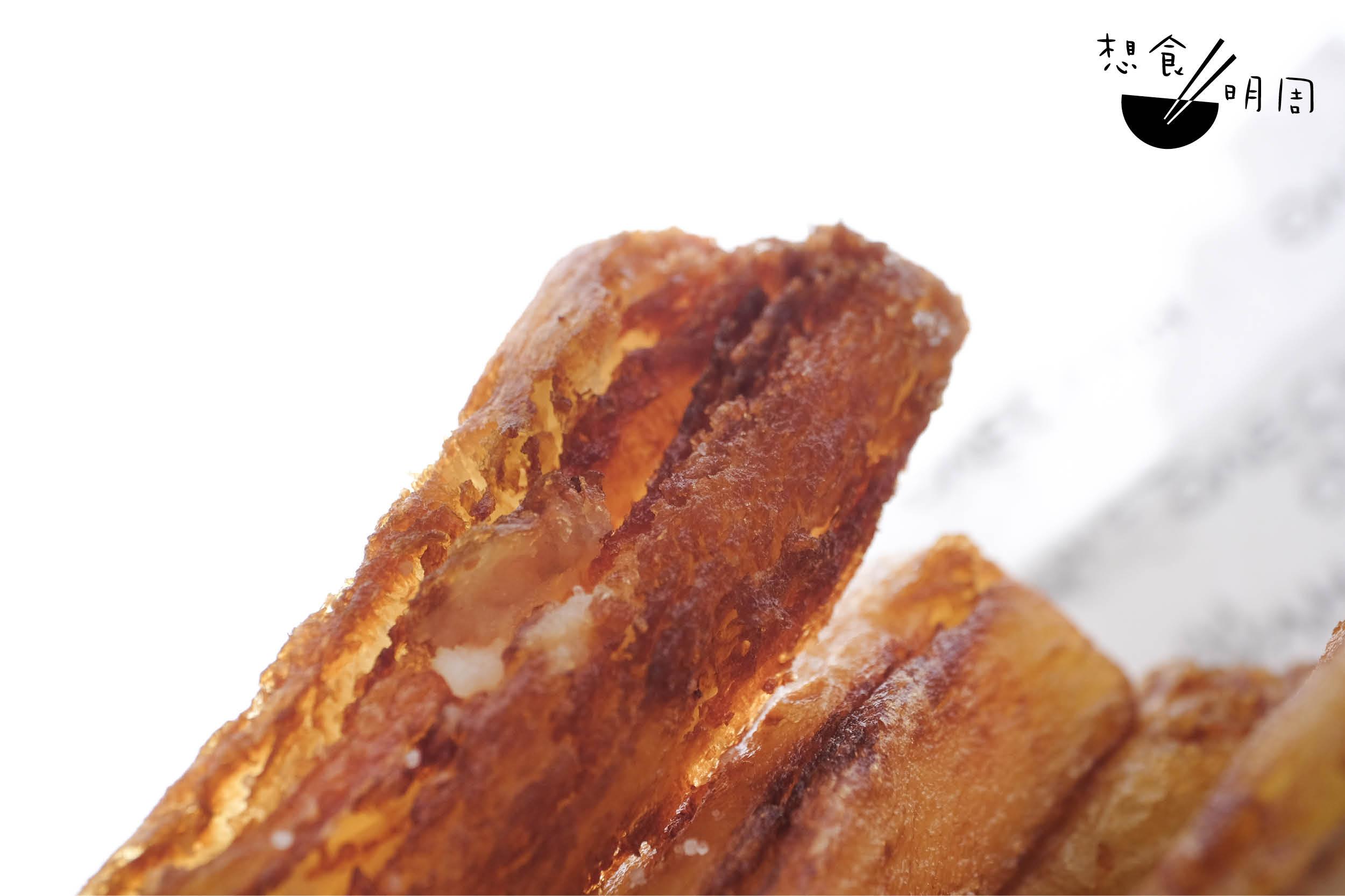 裂痕與鱗片,就是如玻璃感般清脆的來源。