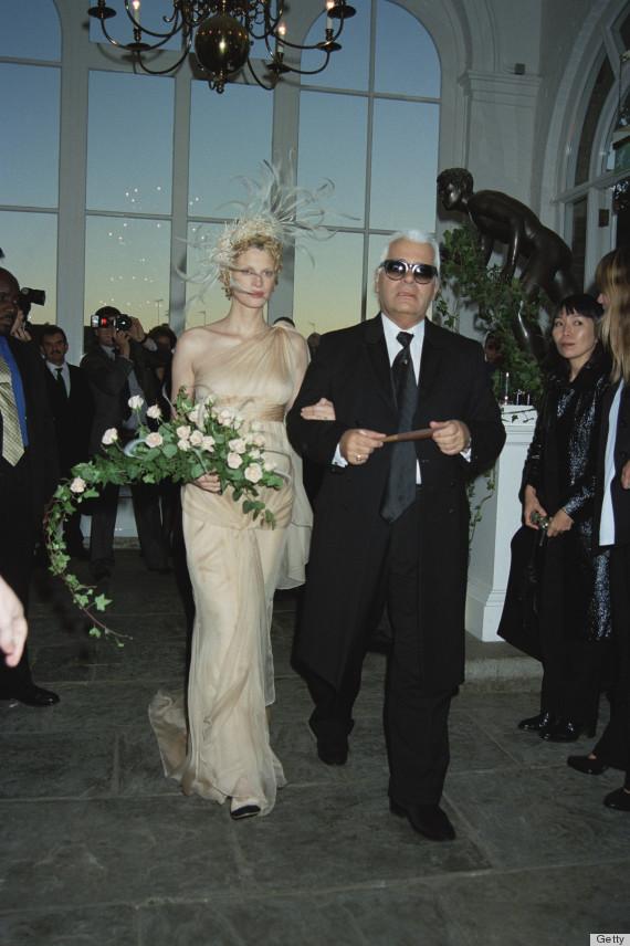 Fashion designer Karl Lagerfeld gives away supermodel Kristen McMenamy at her wedding to photographer Miles Aldridge in Kensington, 21st October 1997. (Photo by Dave Benett/Getty Images)