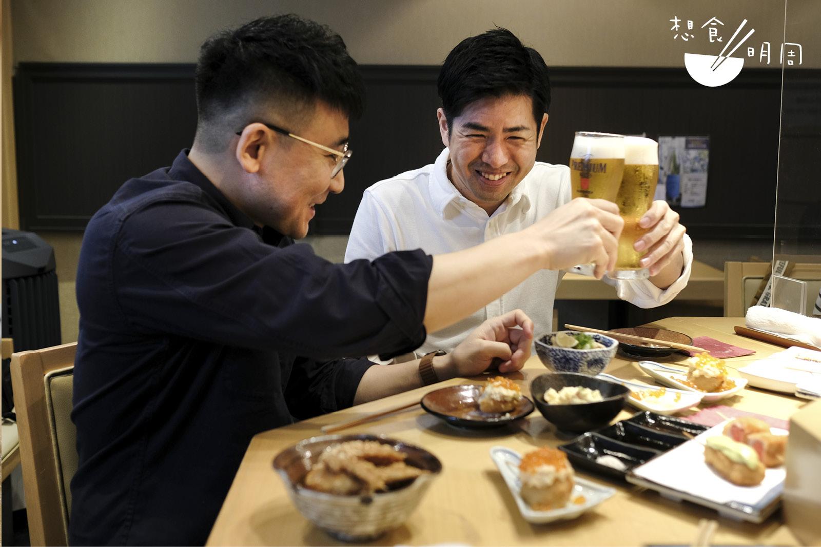 Kosei San(左)和Takeshi San (右)一致表示,居酒屋是日本人不可或缺的一部分!