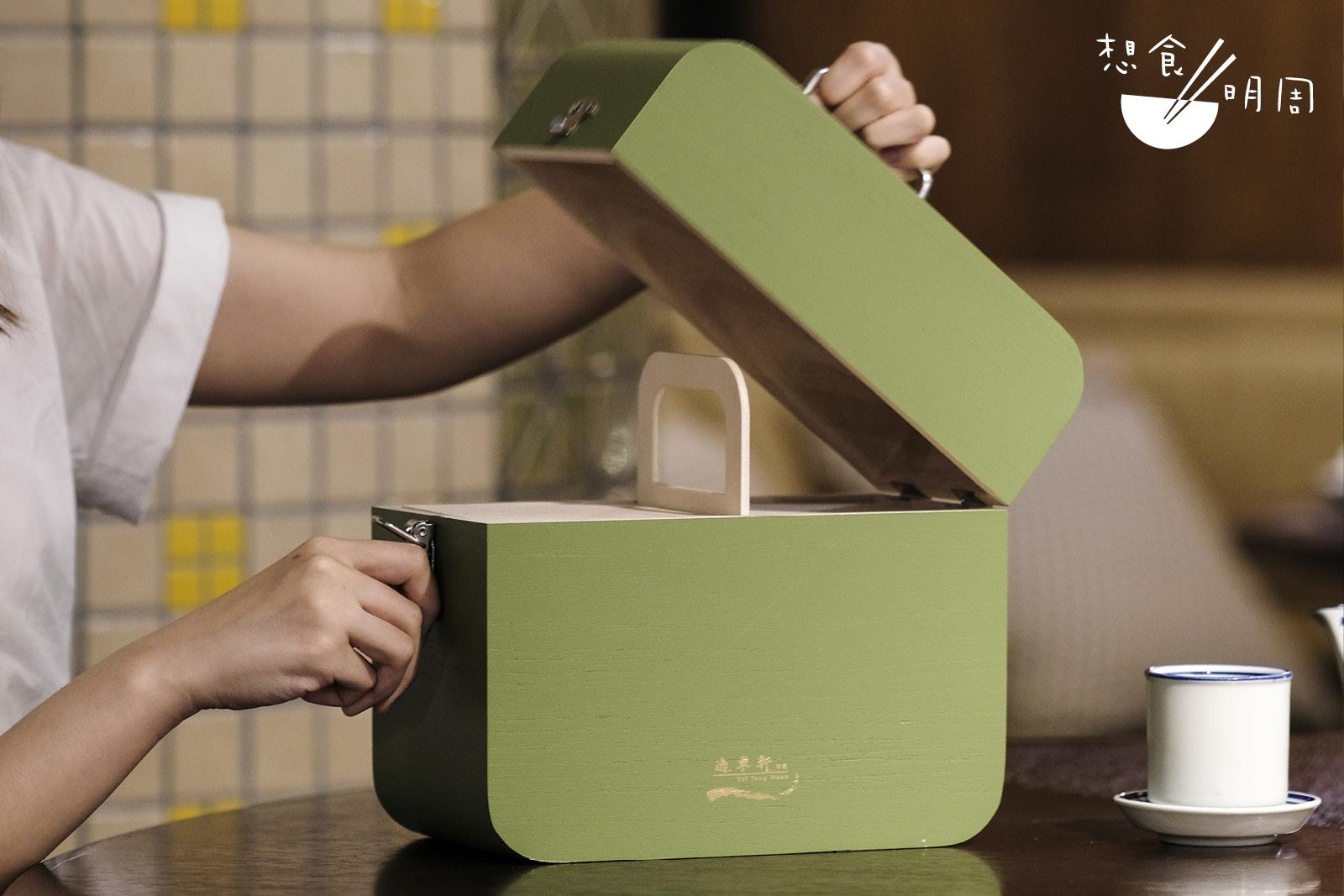 迷你「奶皇迎月」禮盒($318)/「金黃明月」禮盒($366)