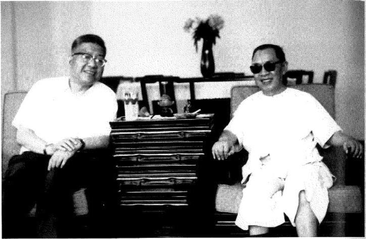 余英時師從錢穆(右)及楊聯陞(左)。(圖片出自《余英時回憶錄》)