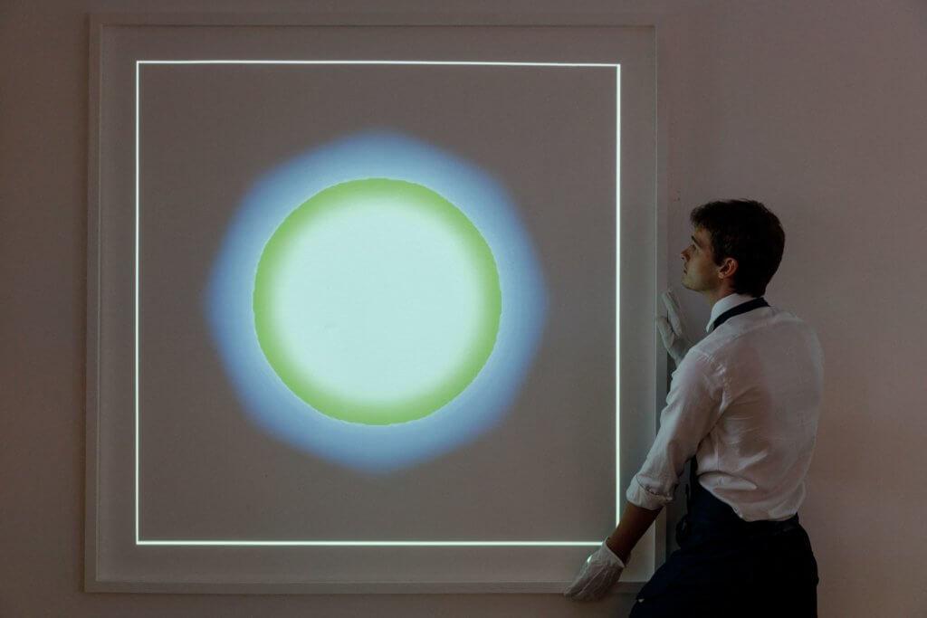 六月,數碼藝術家Kevin McCoy將歷史上首個鑄成的NFT作品《Quantum》(2014)在蘇富比拍賣會上以140萬美元成交。(法新社)