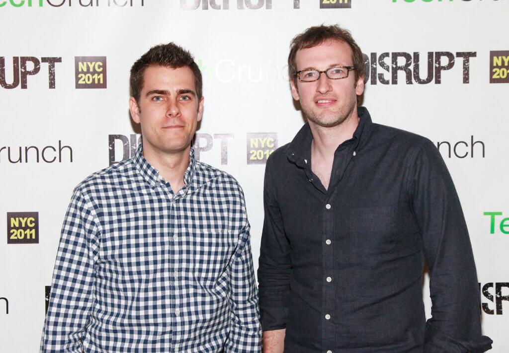 Larva Labs的創辦人John Watkinson( 右) 與Matt Hall,兩人在二○一七年開發程式,以「龐克」為主題,自動生成一萬個外貌各有不同的角色頭像,被視為加密藝術先行者。
