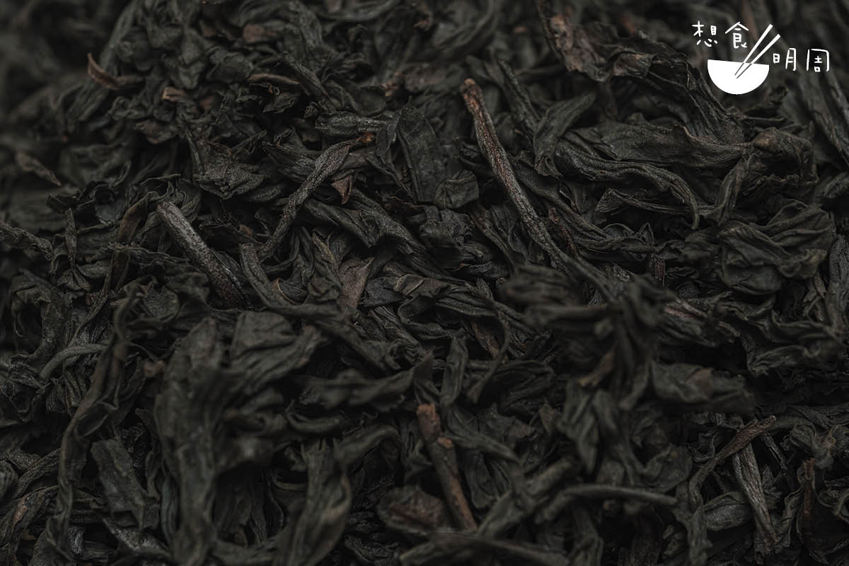 岩茶、水仙、鐵觀音、烏龍茶、高山烏龍……如市場所見,「烏龍」的稱號很多,在不同語境中更有不同名字。但是追流溯源,它們同屬「烏龍茶系」,是為半發酵茶。