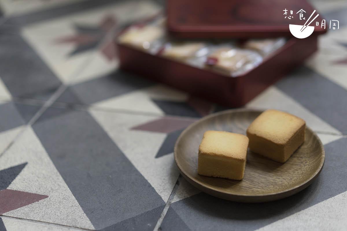 奇華餅家的月餅會贈品款式,比別家的有心思,會送家鄉雞蛋卷或鳳凰酥。