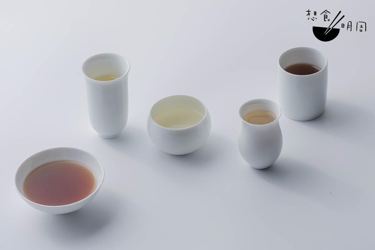 每隻瓷杯的杯沿設計、高矮都不一樣,能針對個別茶種,提升當中的香氣和滋味。