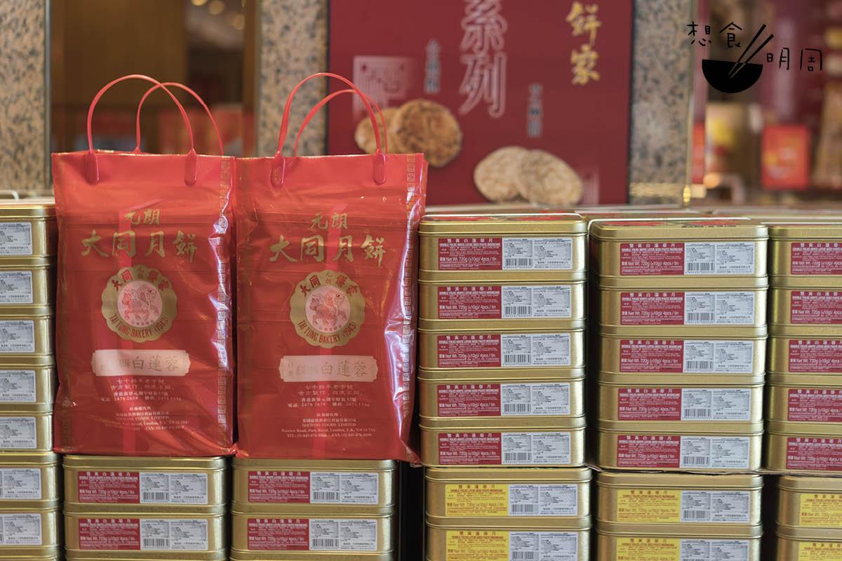 為方便派送,一般餅家都會提前以「五盒一袋」的方式包裝好。