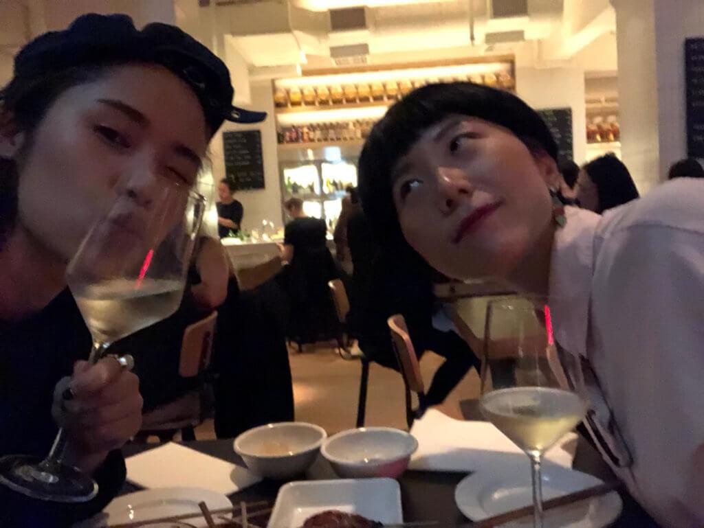 王樂儀(右)珍惜與歌手王嘉儀(左)的情誼,兩人在創作路上一同成長,一起建立自己的生活和事業。