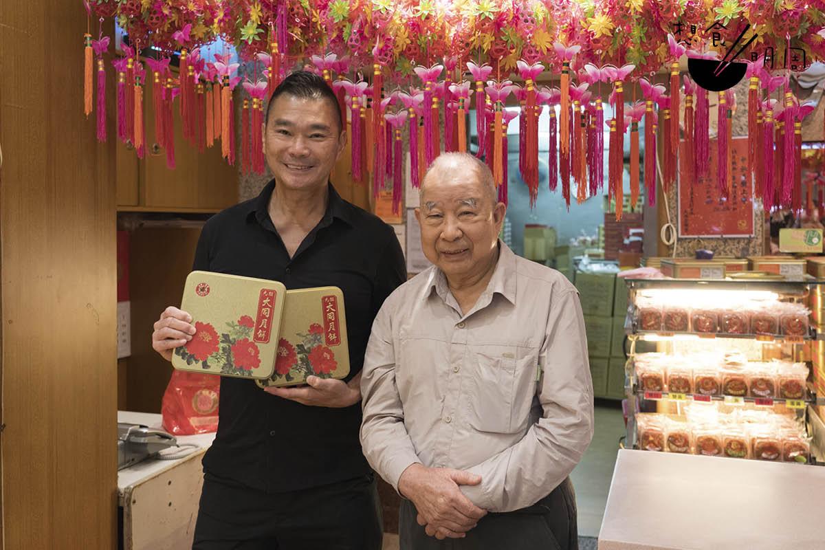「沒見你數年,看起來更帥了!」大同老餅店主理人謝禎原說,從小就看着鄧達智長大。中秋時負責替家人提取月餅。