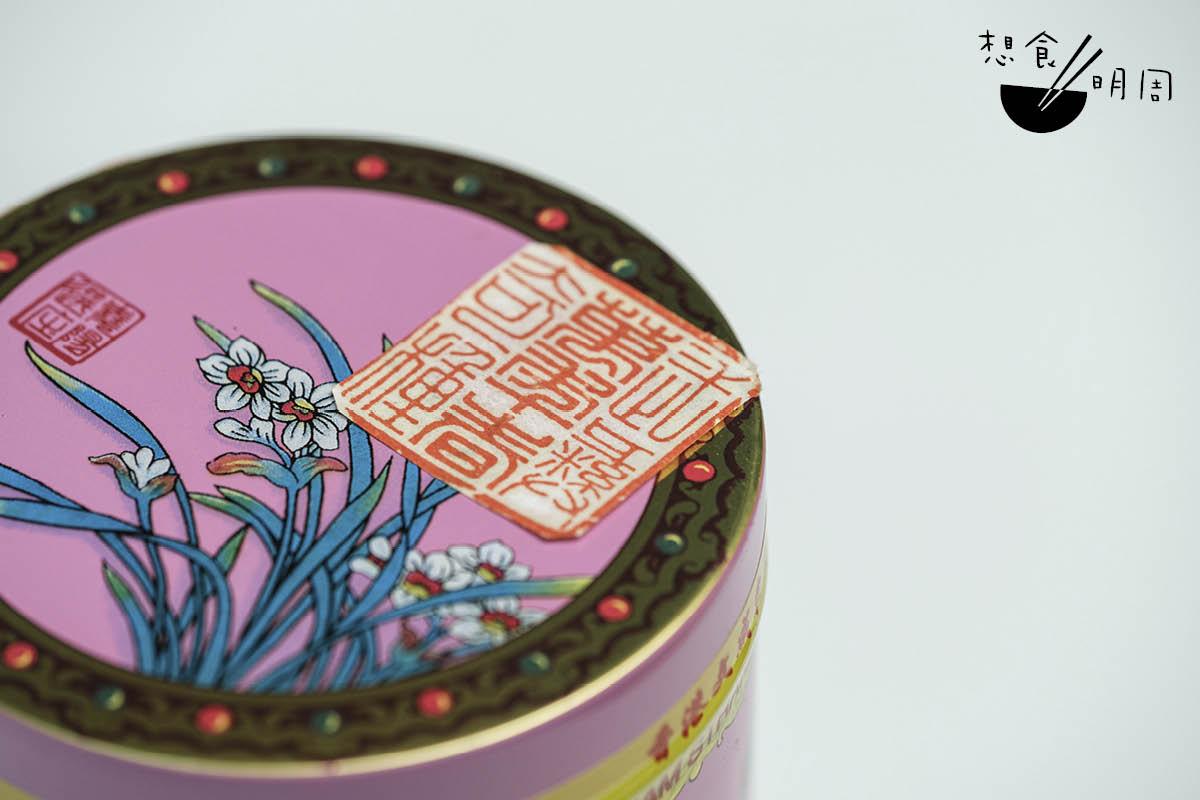 若數鎮品茶品,必為「萬年春奇種」,用武夷肉桂、大紅袍及天心岩水仙三種岩茶拼配而成,喝罷唇齒留芳。($600/盒)