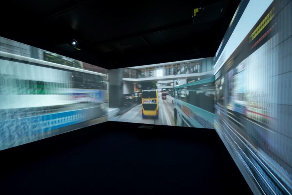 展覽入口處設置三面屏幕,展示聲音藝術家Nerve與影像藝術家謝振聲合作的《節奏》,呈現中環的稠密急促常態。