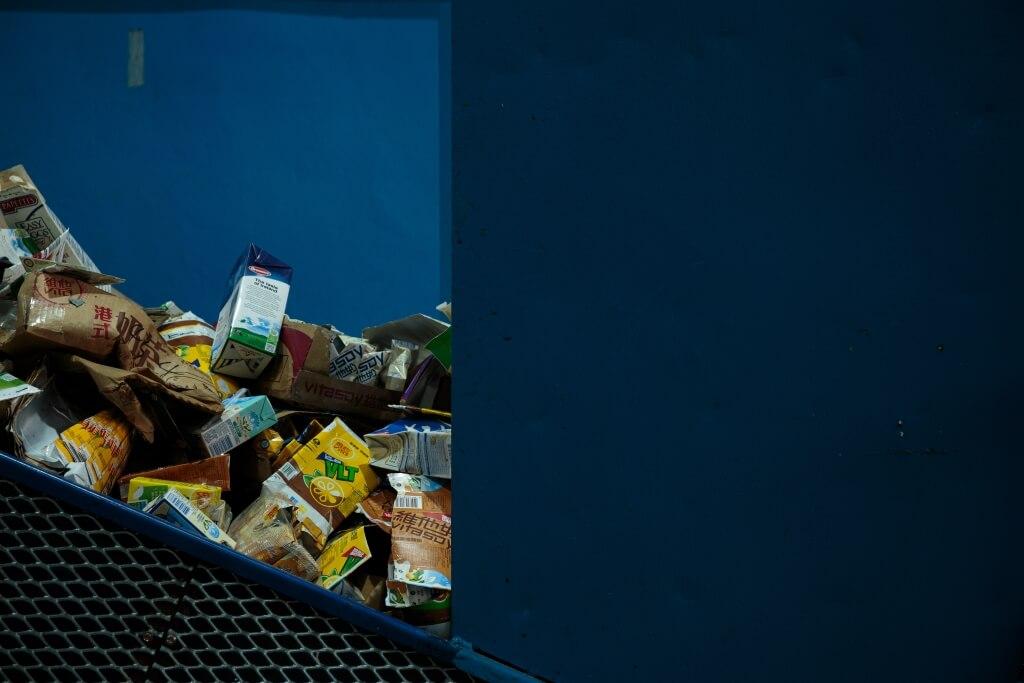三色箱不能處理的飲品紙盒,也能拿到回收點回收,為堆填區紓緩一點壓力。(照片來源: 明周文化網頁)