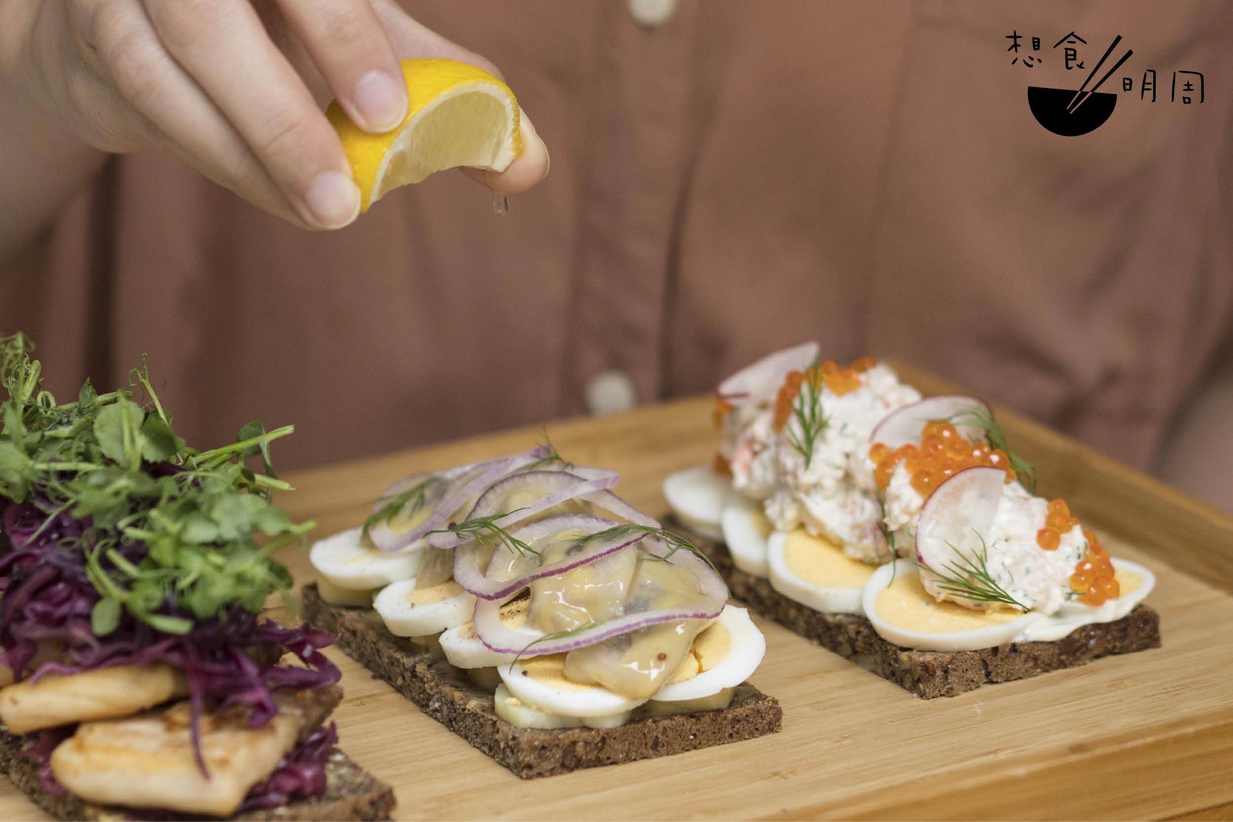 產自北大西洋的野生甜蝦,是挪威盛產之物,Elin形容味道:「甜鮮、濃郁。」 右一:Arctic Prawns Smorrebrod($128)