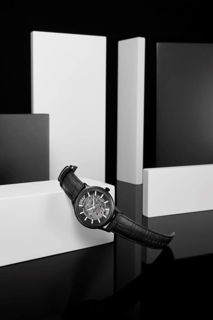 鏤空設計黑色皮革錶帶自動腕錶 $4,200