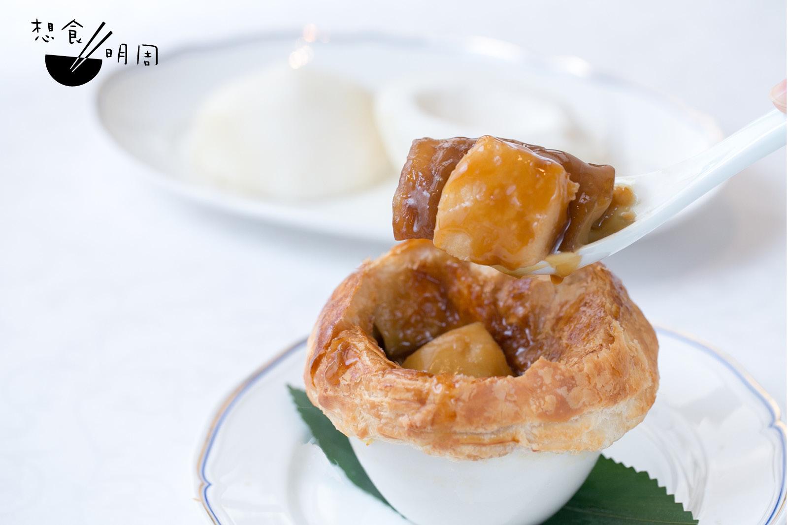 因為工序繁複,想吃酥皮焗鮑汁海參柚皮的話,要早兩天預訂呢!( $250)