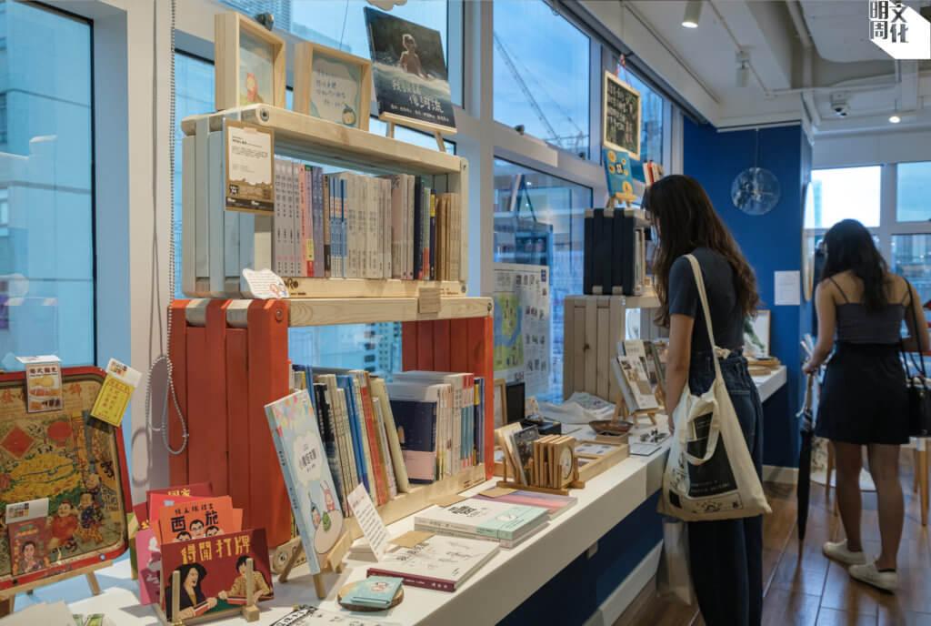 實體書店讓人與人相遇、交流、重新連結。圖為東南樓店。