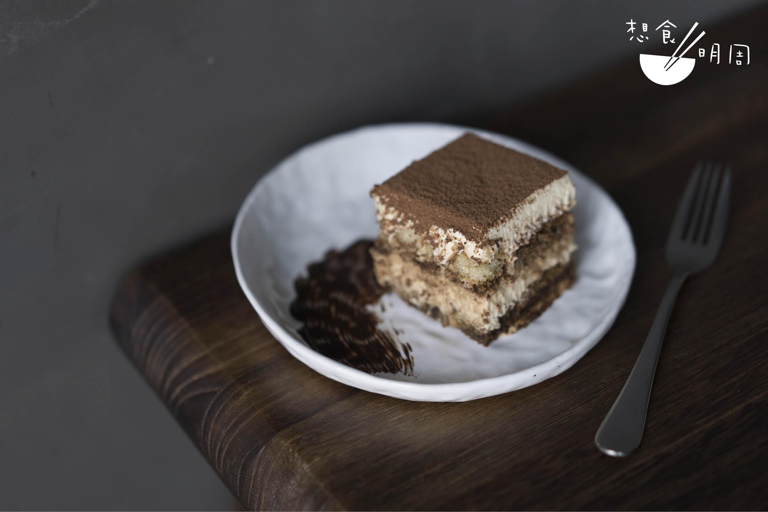 Tiramisu // 不敢說是全香港最好吃,但肯定是九龍城區的 Number 1。如像能食用咀嚼的咖啡,濃郁感滿滿地充斥在舌尖。($60)