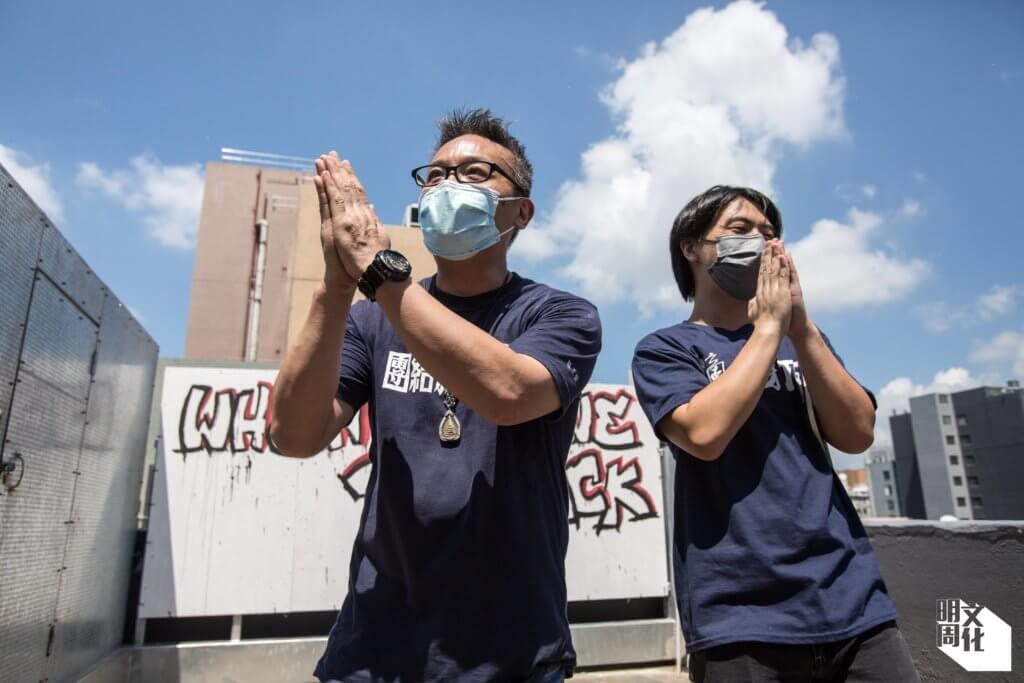 左起:職工盟主席黃迺元及副主席鄧建華