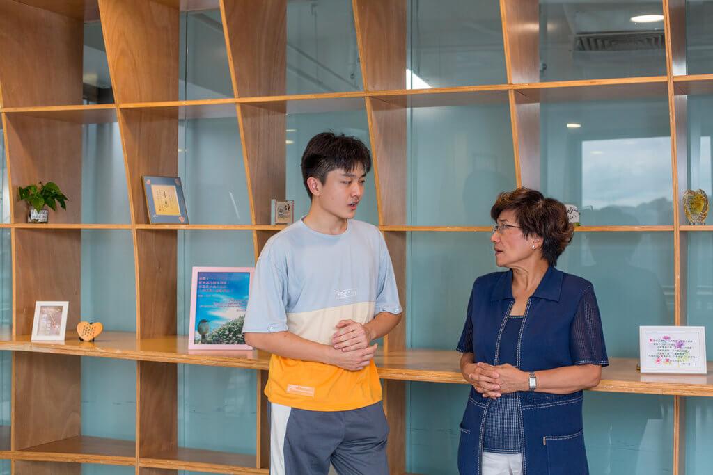 CDMF主席陳龔偉瑩(右)認為CDMF和CDIA兩個策略伙伴之間的合作,正好補足了青少年成長的重要缺口,期望參與的學生扶搖直上,將來能夠回饋社會。