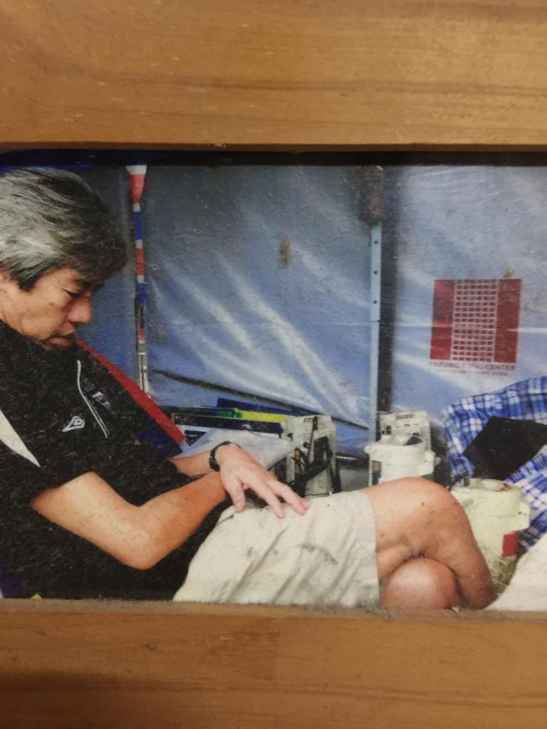 阿陳在長實總部外當時紮營示威時,被工友拍下的照片。(受訪者提供)