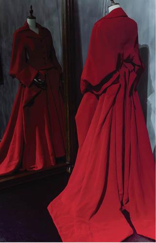 李蕙敏小姐有次買了套超級靚的山本耀司showpiece拍唱片封套,那個顏色我叫它經典的Yohji Red(因為Yohji其實幾乎只用一種red),然後好像到拍照那日才猛然省起「唔係人人受得起紅色」這個說法。