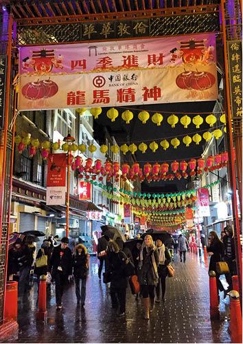 2005年回倫敦,「香港唐人街」暗暗轉換為「中國大陸唐人街」,一半以上的老店已被麻辣香鍋和串串香等內地口味逼走。