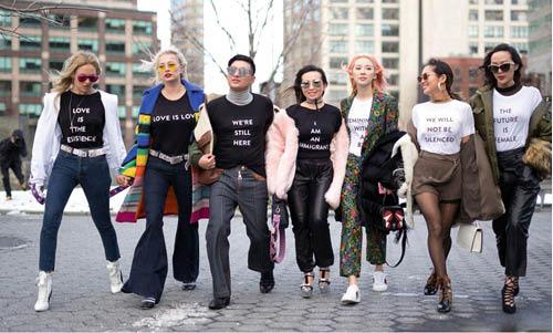 「街拍」和 「Blogger」的流行令一切都變了,他們既不用代表任何店入貨,看完show後亦不事生產,不過現在很多不用腦沒有態度的品牌PR都盲跟,畸型生態環境已成定局。