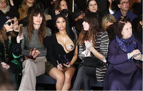 巴黎大show如常一票難求,現在都給什麼人坐了,細心想想其實令人勞氣!