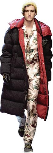 有很多人還在糾結羽絨服選擇什麼款式,什麼顏色,請記住這一點──羽絨服是求生工具,不是時裝。(Dolce & Gabbana FW17)