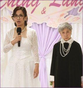 婚宴上當眾揭發新郎江榮暉偷食,松松與舊愛母親羅蘭姐一直愛恨交纏,羅蘭姐看來兇狠,實則刀子嘴豆腐心。