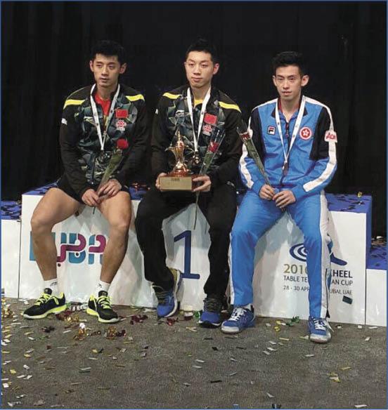黃鎮廷去年在杜拜舉行的乒乓球亞洲盃得銅牌,與中國選手許昕(中)、張繼科(左)站上頒獎台。
