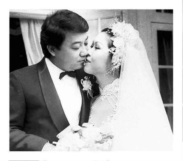 與關菊英拍拖八年拉埋天窗,但婚姻只維持了兩年。