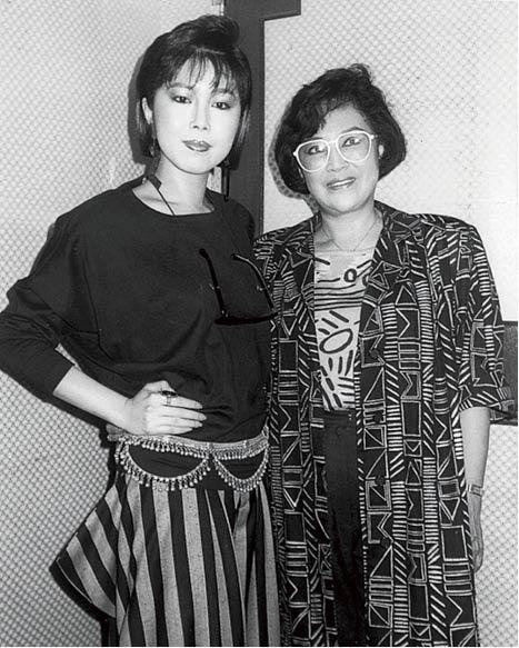 李香琴是關菊英的契媽,數十年前已常一起拍劇和演《歡樂今宵》。