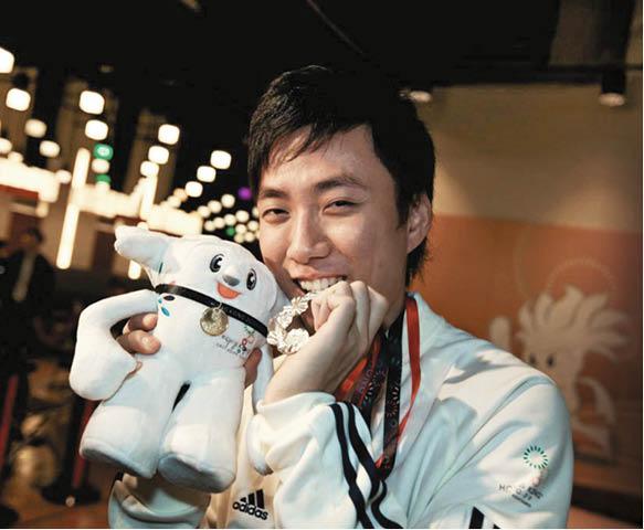〇九年,香港舉辦第五屆東亞運動會,胡兆康有主場之利贏得銀牌。