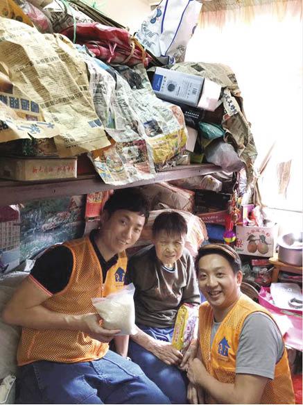 除了比賽,胡兆康積極參與社區活動,探訪老人。