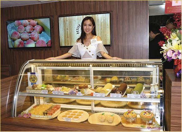 唐詩詠在崇光百貨設餅店專櫃,發展不錯。