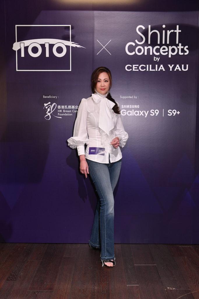 王馨平一身古典恤衫配上牛仔褲出席慈善恤衫義賣活動,為香港乳癌基金會出一分力。